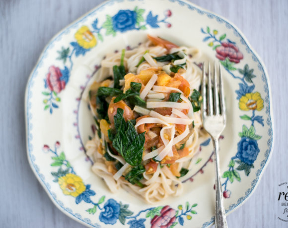 Clearspring Gluten Free Brown Rice Noodles with Spinach and Tomato