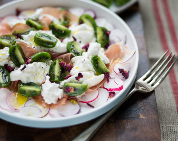 Recipe: Introducing NERGI® kiwiberries with my Baby Kiwi and Burrata Salad